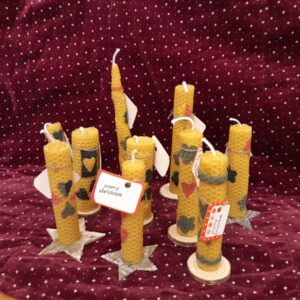 Svíčka ze včelího vosku se stojánkem